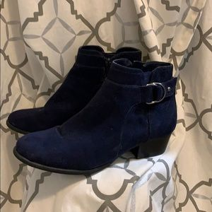 Unisa Pendy ankle bootie in navy blue